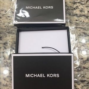 Michael Kors Bags - Lot of one bag and 2 boxes 📦